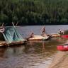 Björkebo Camping - selbstgebaute Flöße am Klarälven